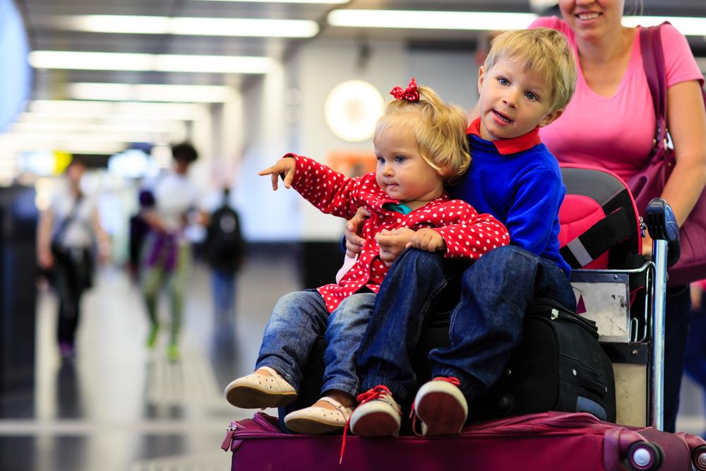 voyager avec des enfants soins sant gc. Black Bedroom Furniture Sets. Home Design Ideas